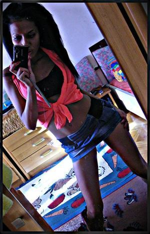 Anisha from Iowa is looking for adult webcam chat
